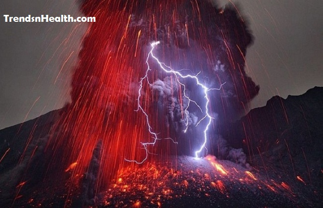"Volcanic lightning aka ""dirty thunderstorms 2"
